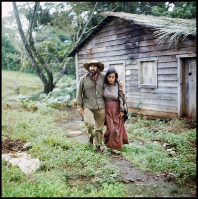 """José Carlos Ruiz interpreta a """"Tomás"""" acompañado de su esposa, escena de """"La Casa del Sur"""""""