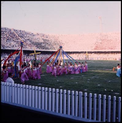 """Bailable en estadio, miembros del set de filmación de """"La casa del Sur"""""""