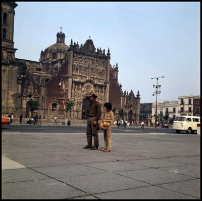 Rodrigo Puebla y Pinolillo durante la grabación de una escena en el D.F.