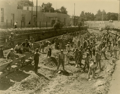Trabajadores durante proceso de desazolve en el Río de las Avenidas