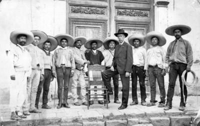 """""""Grupo de auténticos charros de Pachuca"""", retrato"""
