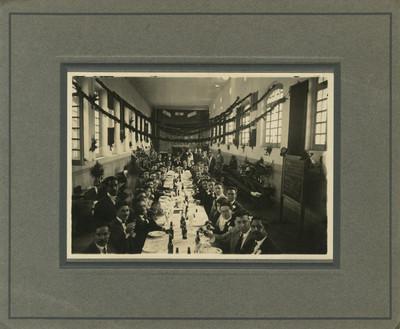 Banquete en interior de un edificio público