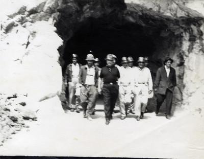 Trabajadores al salir de una mina