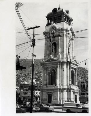 Vista del Reloj monumental en la Plaza Independencia