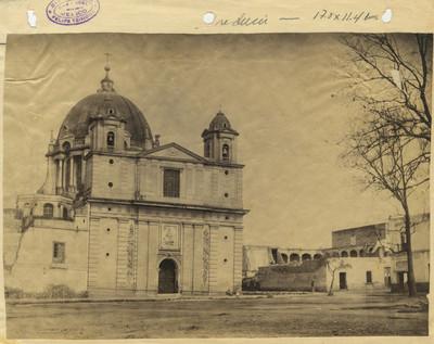 Vista frontal de la Iglesia de Loreto