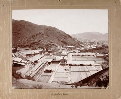 """""""Hacienda de Loreto"""", hombre de pie observa el panorama"""