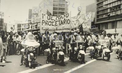 Contingente del Frente Local de Acción y Solidaridad en el desfile del 1° de mayo
