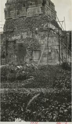 Vista de la fachada posterior del Templo de los Tigres o Jaguares