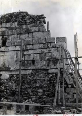 Detalle de los relieves decorativos en la parte superior del Templo de los Tigres