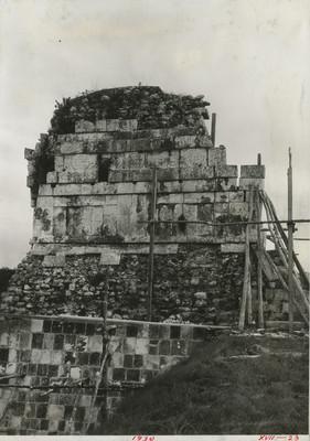 Parte superior del Templo de los Tigres o Jaguares en su fachada posterior