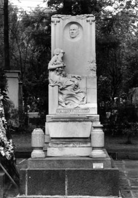 Monumento a Pablo L. Sidar en la Rotonda de los Hombres ilustres, en el Panteón de Dolores