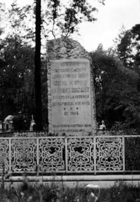 Monumento al Gral. Manuel González en la Rotonda de los Hombres Ilustres del Panteón de Dolores