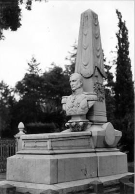 Monumento al Gral. Mariano Arista en la Rotonda de los Hombres Ilustres del Panteón de Dolores