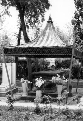 Monumento al poeta Amado Nervo en la Rotonda de los Hombres Ilustres del Panteón de Dolores