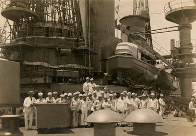 Infantería de marina a bordo de un buque de guerra norteamericano