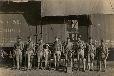 Ejército norteamericano en la estación de ferrocarril