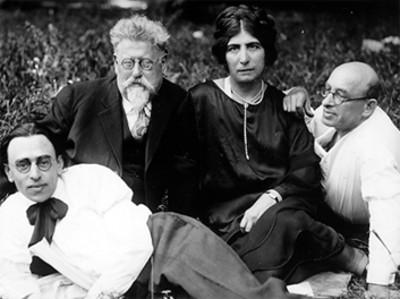 """Rudolf Rocker, Millie Rocker, Alexander Berkman y Senya Flechine"", retrato de grupo"