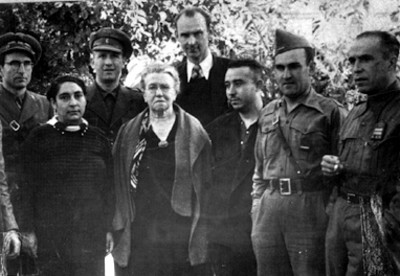 José Carbó junto a otras personas, retrato de grupo