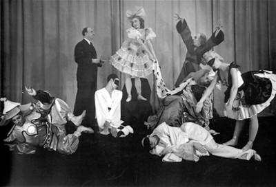 "Bailarines del ""ballet teatro"" Petrushka, retrato de grupo"