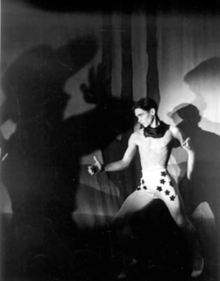 "Bailarín representa la obra ""Billy the kid"""