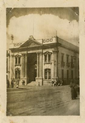 Banco de Comercio y vida cotidiana en la plaza Independencia