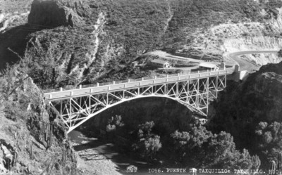 Panorámica del puente de fierro en Tasquillo, tarjeta postal