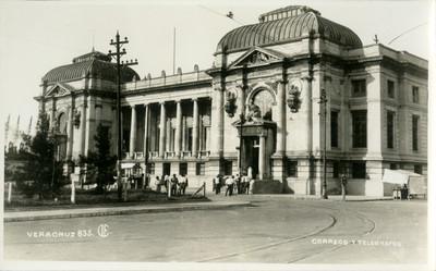 """Edificio de """"Correos y Telégrafos"""", vista de conjunto"""