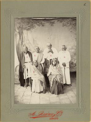 Indígenas de origen chichimeca, retrato de grupo