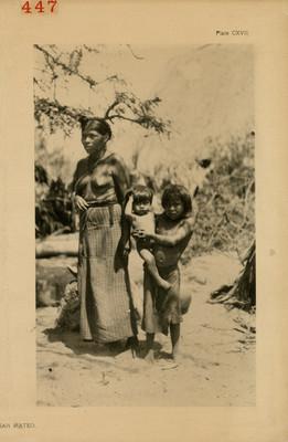 Mujer huave con niños