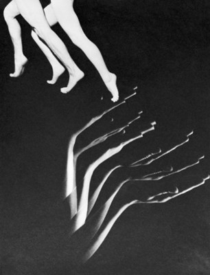 Manos y piernas de bailarines