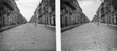 """Cargador camina por la """"calle 5 de mayo"""""""