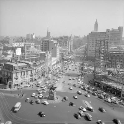 Vida cotidiana en avenida Juárez y plaza del caballito