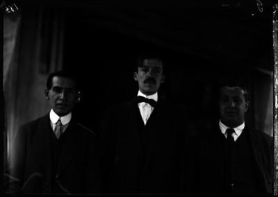 Abraham Luperio, fotografo en compañía de Cuellar y Garduño, retrato