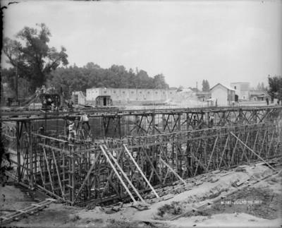 Obras de construcción del sistema de agua potable que va de Xochimilco para el D.F.