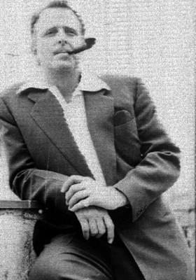 René Cardona con pipa, retrato