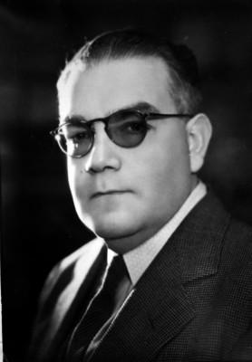 Gildardo Magaña, general, vestido de traje, retrato