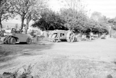 Tractores y maquinaria para la construcción del fraccionamiento Pedregal de las fuentes