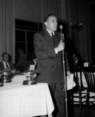 Orador durante la entrega de trofeos de la Firestone en el Club France