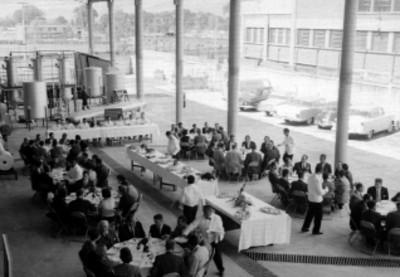 Banquete celebrado en los patios de laplana industrial Gran, durante su inauguración