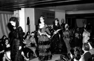 Desfile de modas en el aniversario del salón Dubarry en el Hotel Presidente