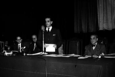 Antonio Martínez Báez, Secretario de la Economia Nacional pronunciando un discurso durante una ceremonia