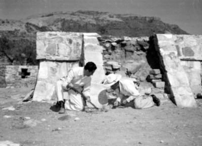 Arqueólogos realizando trabajos de investigación, junto al basamento del templo de Quetzalcoatl en Ixtlán
