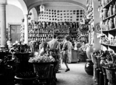 Tienda de artesanías con alfareria y cerámica en Tonala