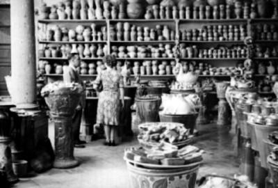Tienda de artesanías y alfareria en Tonala, interior