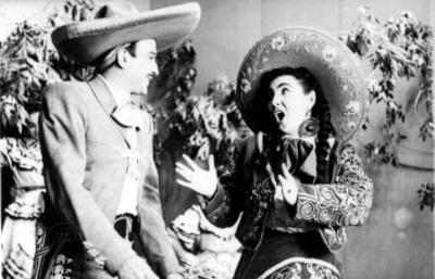 Chaqua González y Jorge Negrete cantando en un escenario