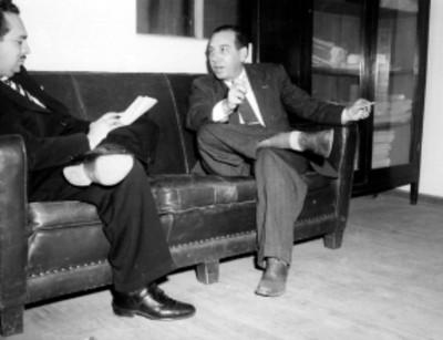 Juán Gutiérrez Lascurain, licenciado y presidente del PAN, durante una entrevista con un periodista