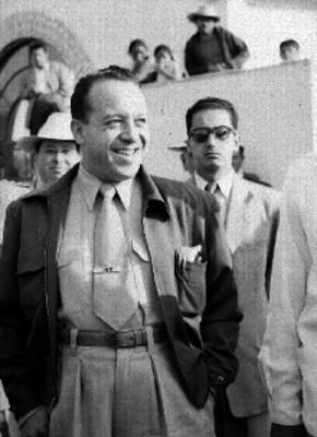 Carlos Lazo Barreiro, Arquitecti sonriendo durante un evento en un salón