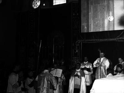 Luis María Martínez, arzobispo de México oficiando una misa