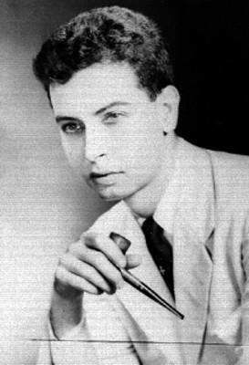 Hombre, probablemente actor, posando con una pipa, retrato