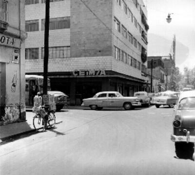 Tienda de abarrotes de C.E.I.M.S.A, e la calle de Soto en el D.F.